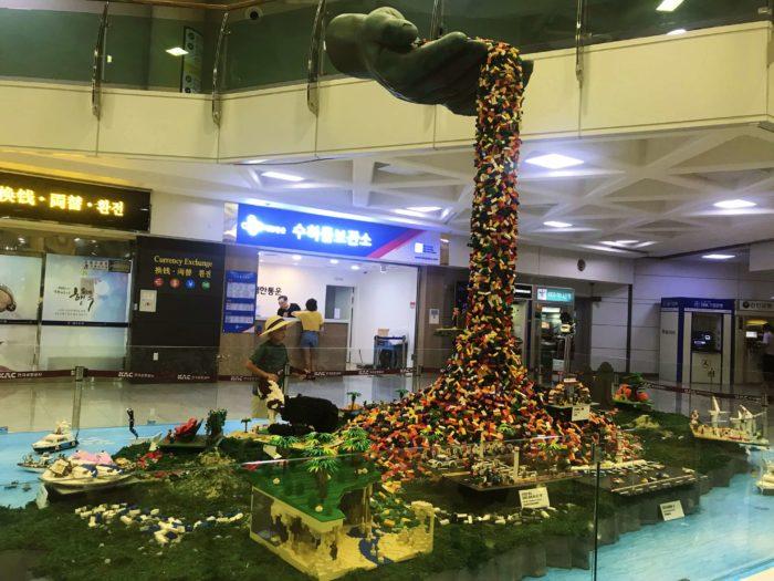 積み上げられたレゴの観光地模型