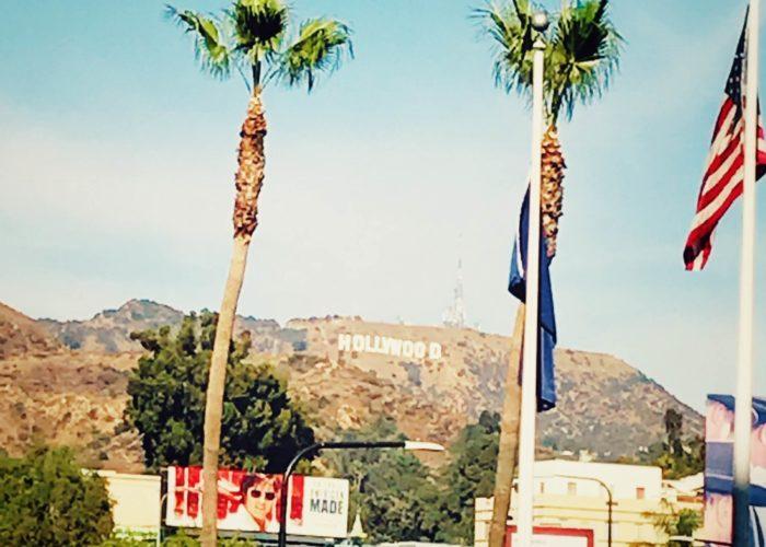 クローズアップしたハリウッドサイン