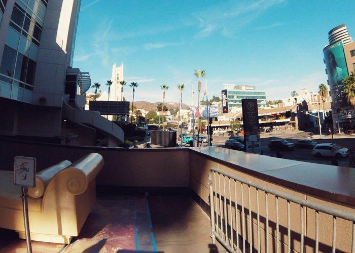 遠くに見えるハリウッドサイン