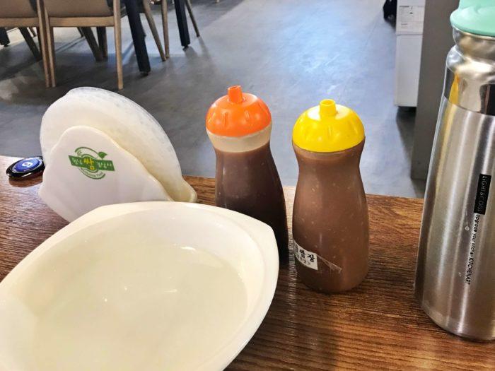 テーブル上のソース2種