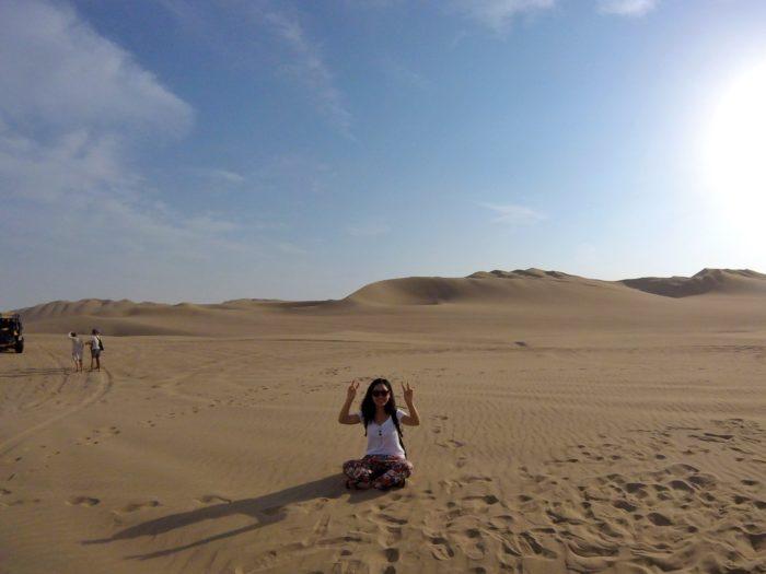砂漠のど真ん中、あぐらをかく私