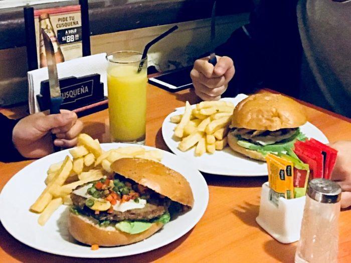 肉厚ハンバーガーと太ポテト