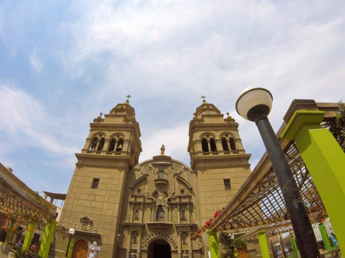 公園内の一角にある大きな聖堂