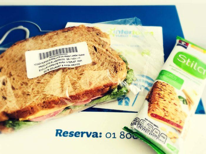 サンドイッチとシリアル