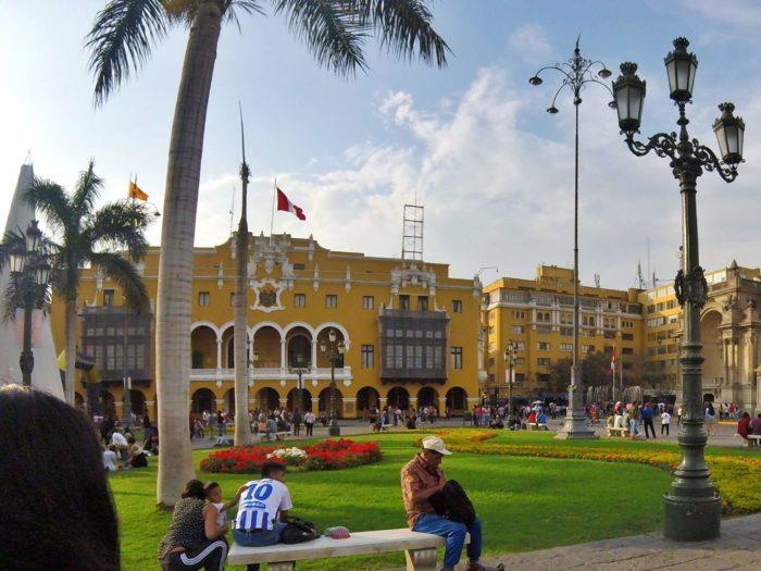 黄色のリマ市庁舎