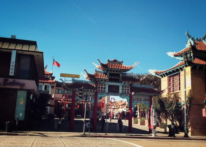中国らしい独特の屋根と映える赤
