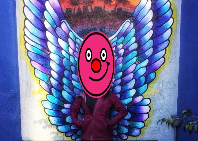 青紫のグラデーションの翼の絵画