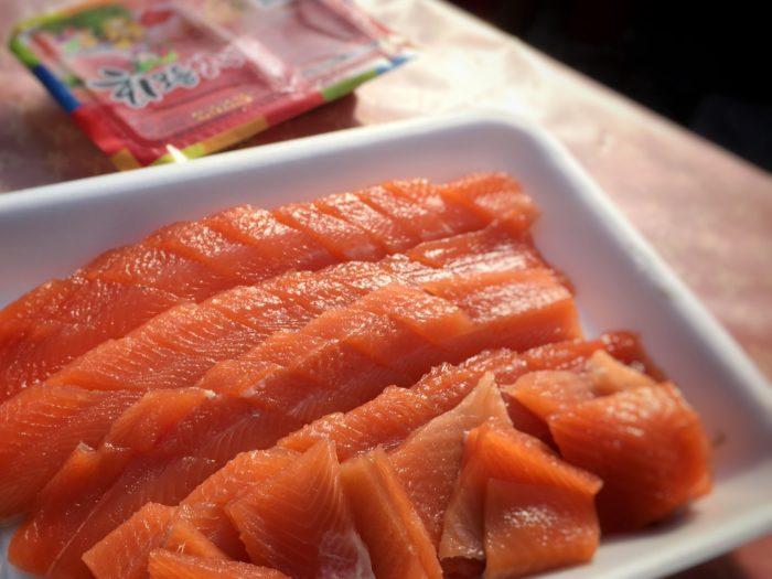 真オレンジでプリプリな新鮮な刺身2匹分