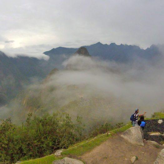 雲で隠れたマチュピチュ
