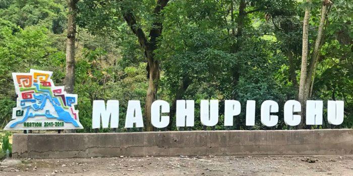 マチュピチュのロゴ看板