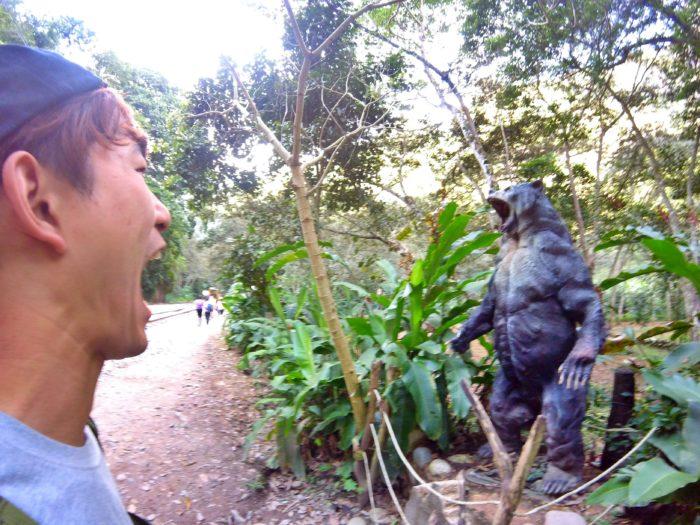 口開けて叫び合う動物と彼