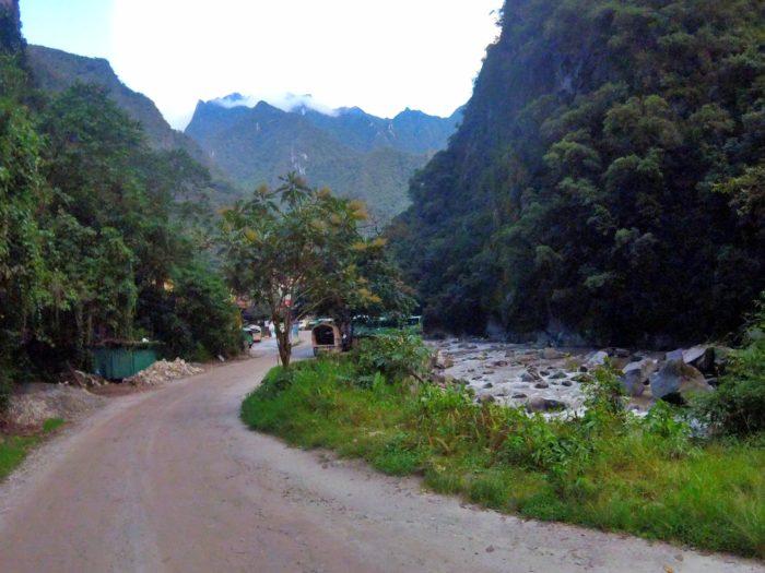 平坦な村までの道