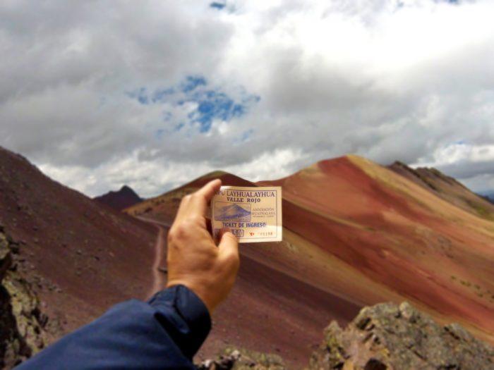 赤い谷とチケット