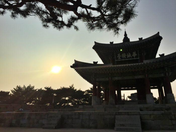 華城将台と夕陽