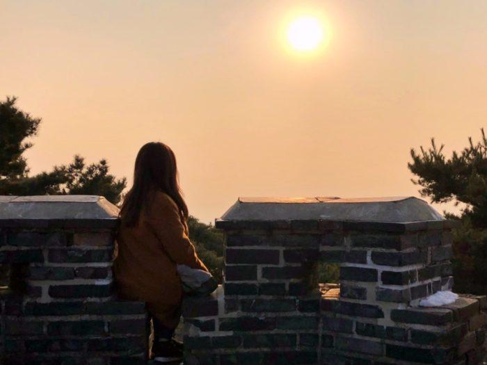 高台からのオレンジの夕日