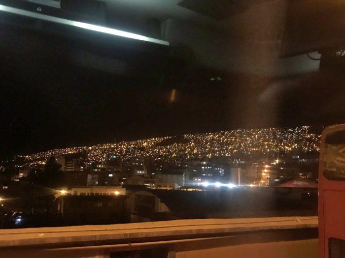 バスから撮った中腹からの夜景