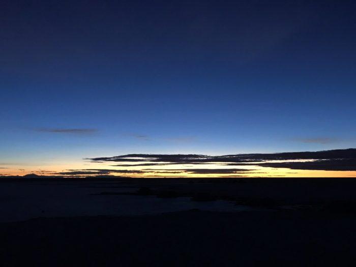 もう少し明るくなった夜明けの空
