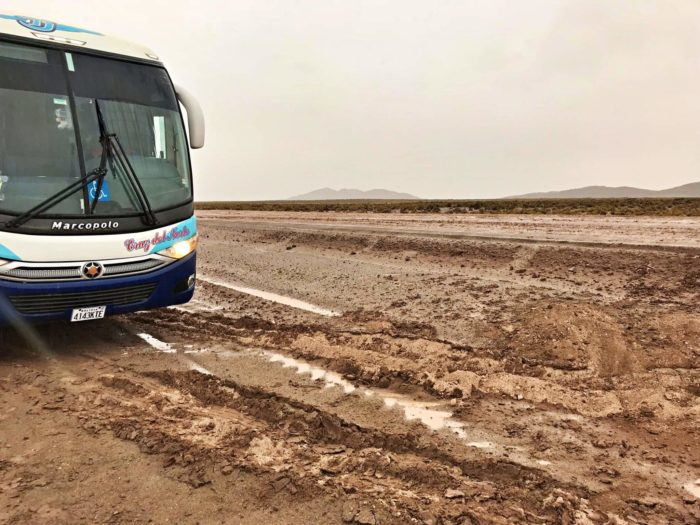 一段下にずり落ちたバス