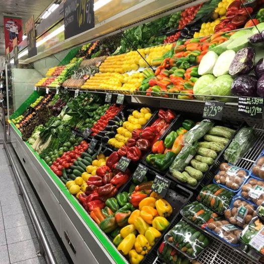 カラフルな野菜棚