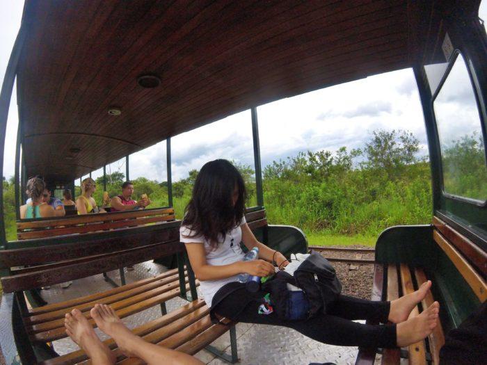 トロッコ列車の椅子