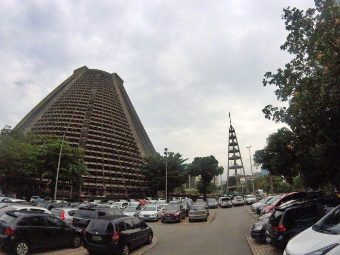大聖堂の駐車場