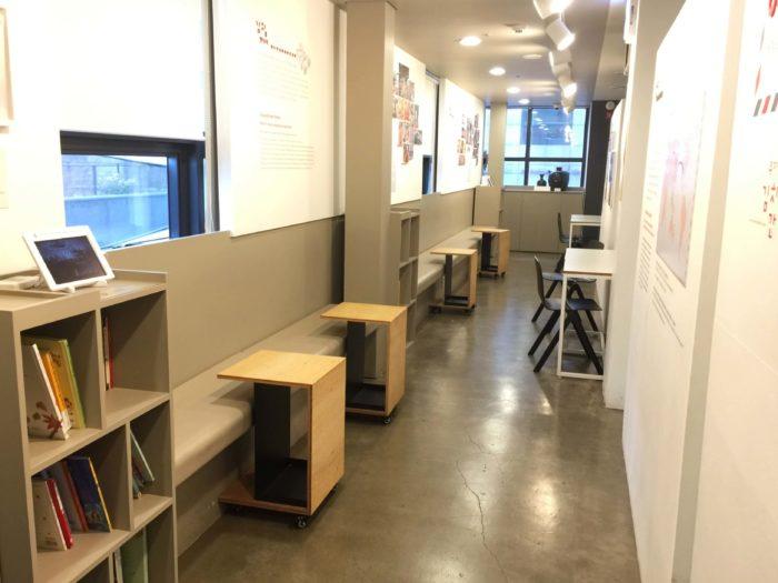 キムチの本が並ぶ休憩スペース