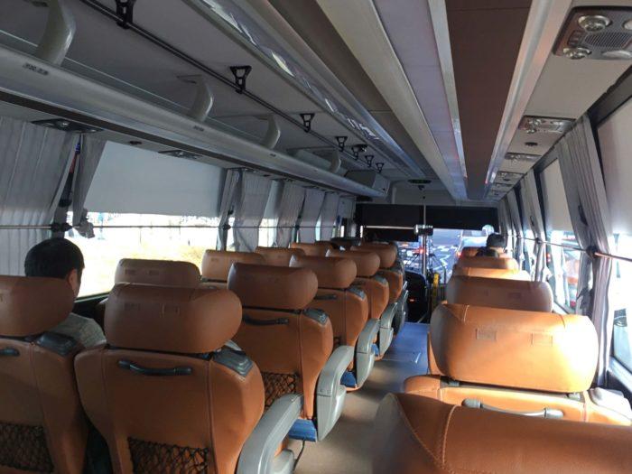 リムジンバスの車内