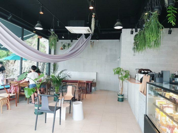 ハンモックのある南国カフェ