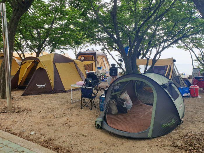 雑魚寝状態のテント