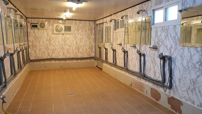 大きなシャワー室