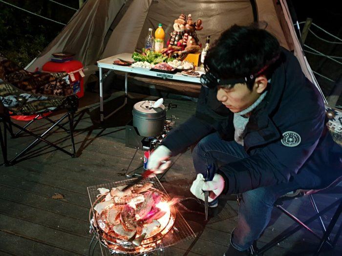 サムギョプサルの炭火焼き