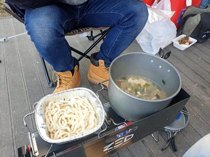 鍋焼きうどんとスープ