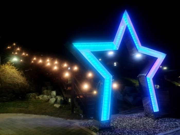 星のオブジェと階段
