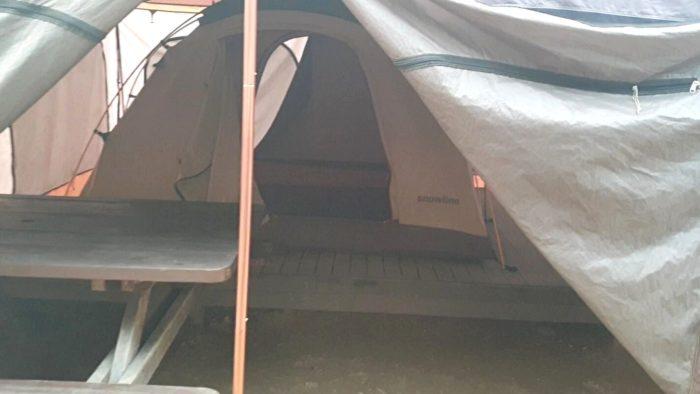 テント内2