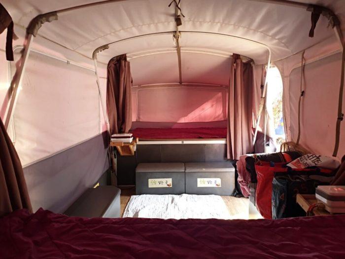 テントの右側