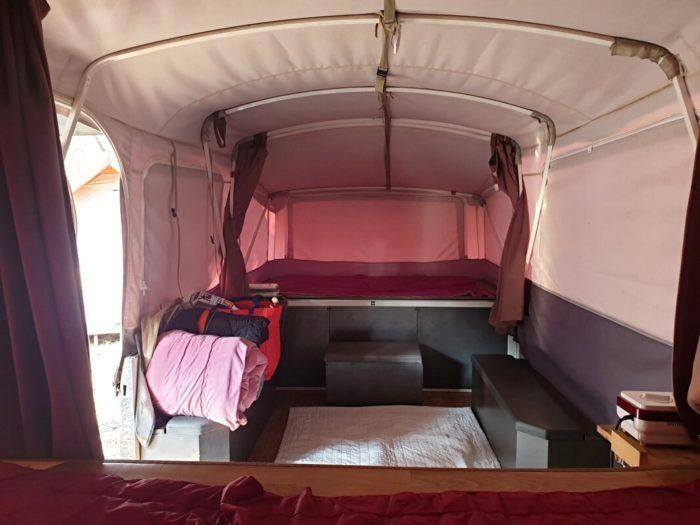 テントの左側