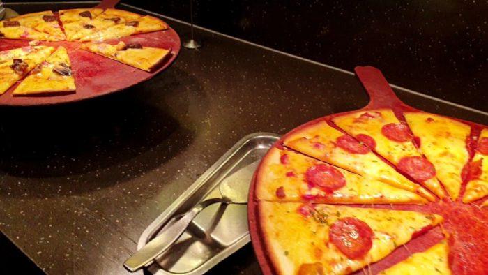サラミピザ・きのこピザ