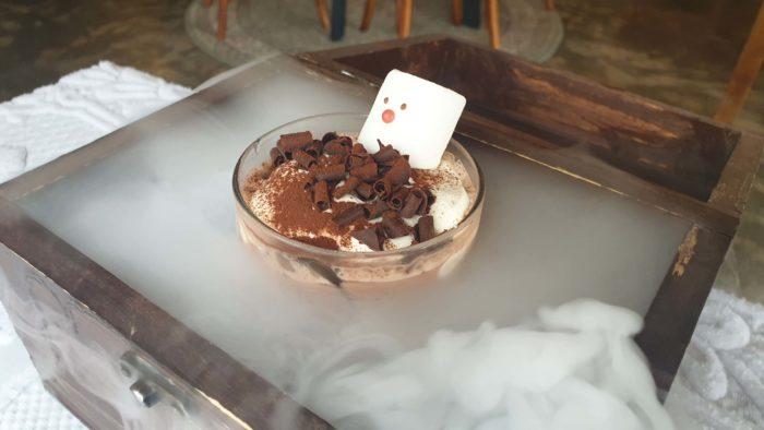 スモークに包まれるチョコラテ