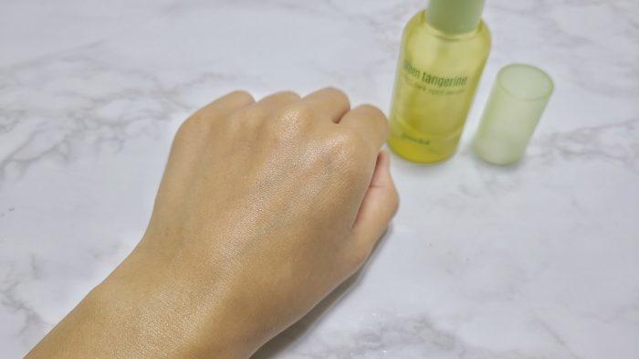 塗り伸ばした後の手