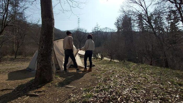 二人でテント設置