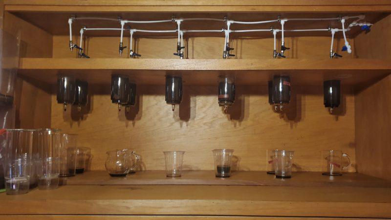 6種類のコーヒー抽出中