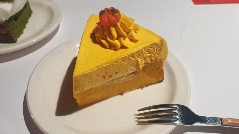 黄色いふわふわかぼちゃケーキ