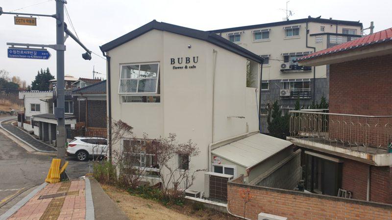 BUBUフラワーカフェは2階建ての一軒家