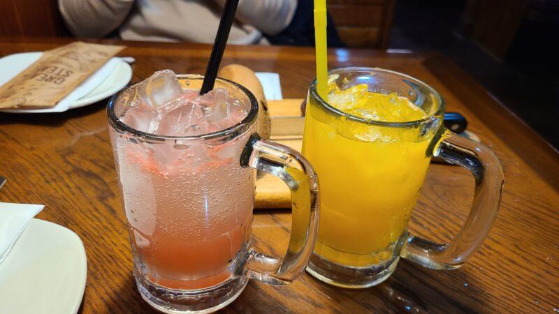 グレープフルーツサイダーとオレンジジュース