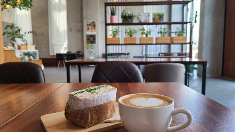 コーヒーとサンドイッチ 店内