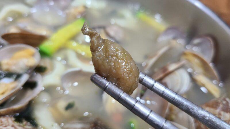 국민냉면 食べ終わった大量のアサリの殻